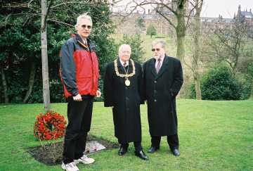 Daniel McGowan, with the Lord Provost of Glasgow and Brian Filling laying a wreath on the Deir Yassin memorial, Kelvingrove Art Gallery and Museum, 4/08/01.